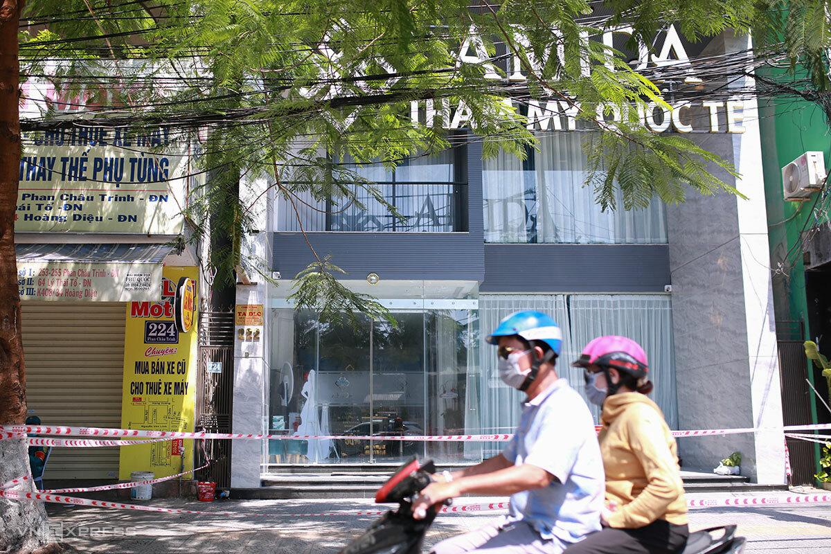 Thẩm mỹ viện quốc tế AMIDA, cơ sở 222 Phan Châu Trinh, đã được phong toả. Ảnh: Nguyễn Đông.