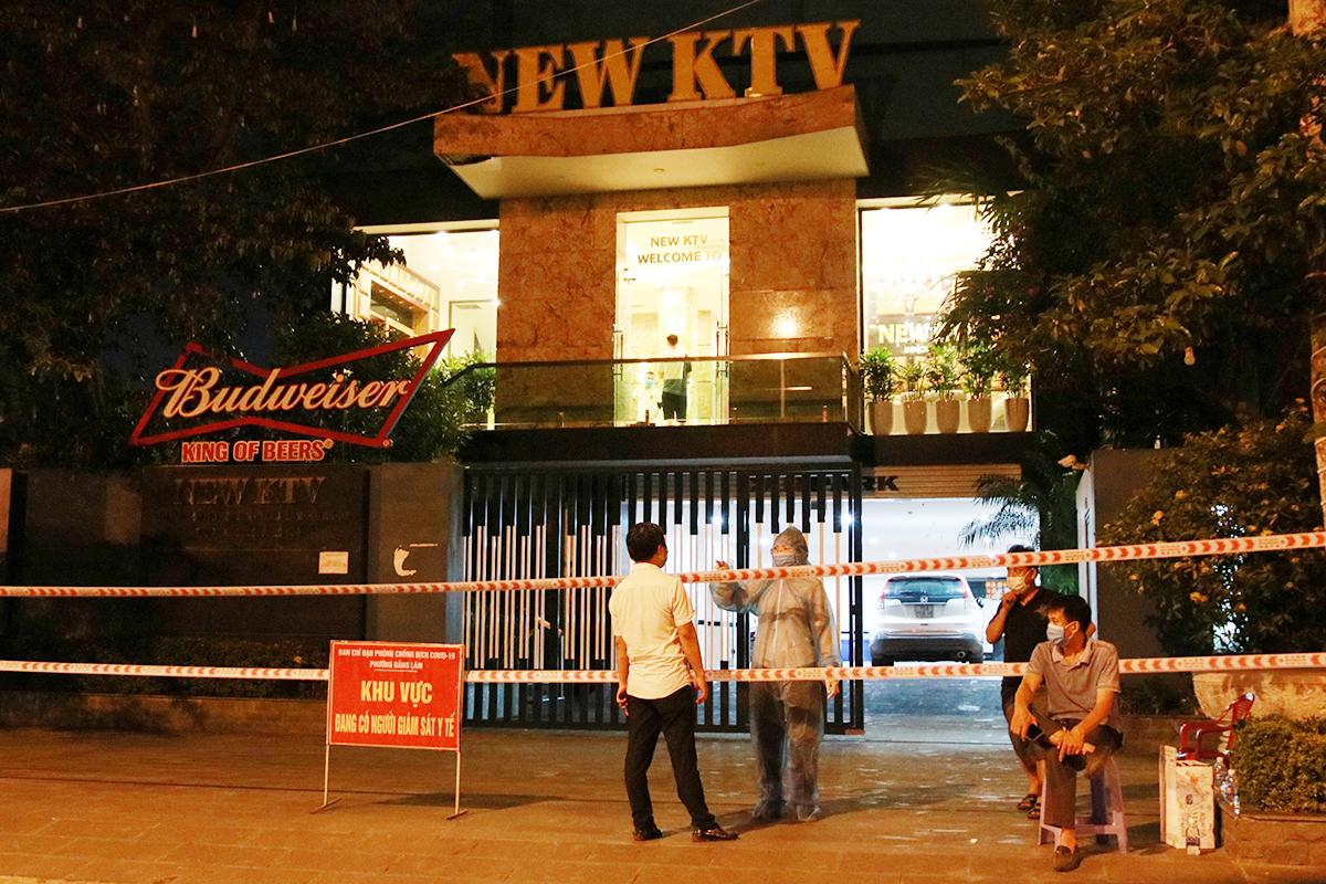 Quán karaoke New KTV , phường Đằng Lâm, quận Hải An đã bị nhà chức trách Hải Phòng phong tỏa đêm 7/5 liên quan đến nữ bệnh nhân số 3094. Ảnh: Giang Chinh