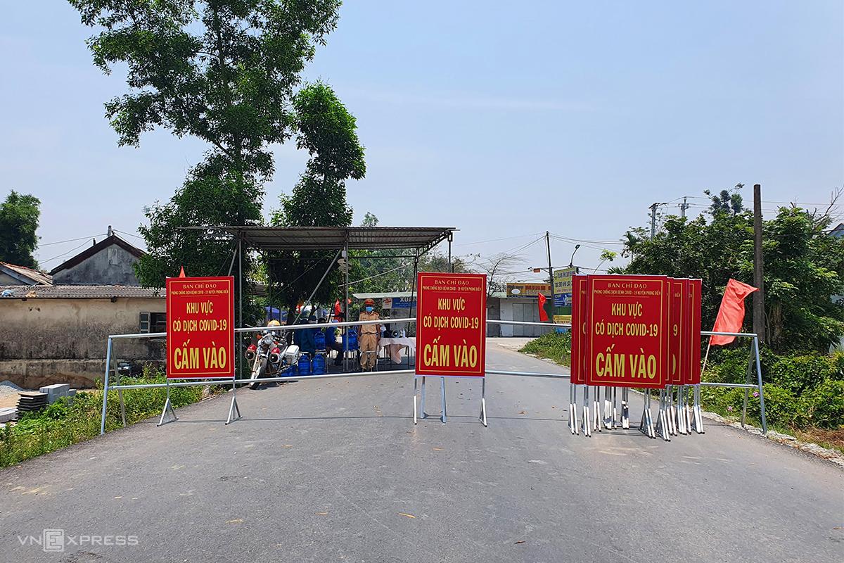 Chốt kiểm soát ở xã Phong Hiền bị phong tỏa. Ảnh: Võ Thạnh