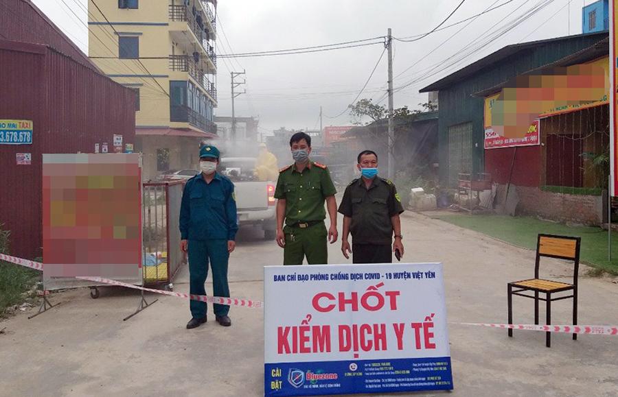 Chốt kiểm dịch tại tổ dân phố My Điền 2 cạnh khu công nghiệp Vân Trung, nơi có công nhân ở trọ và làm việc bị nhiễm Covid-19. Ảnh: Cổng thông tin điện tử tỉnh Bắc Giang