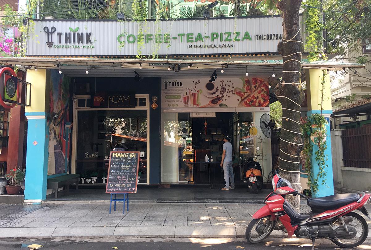 Một quán cà phê ở đường Thái Phiên, TP Hội An chỉ bán mang đi. Ảnh: Đắc Thành.