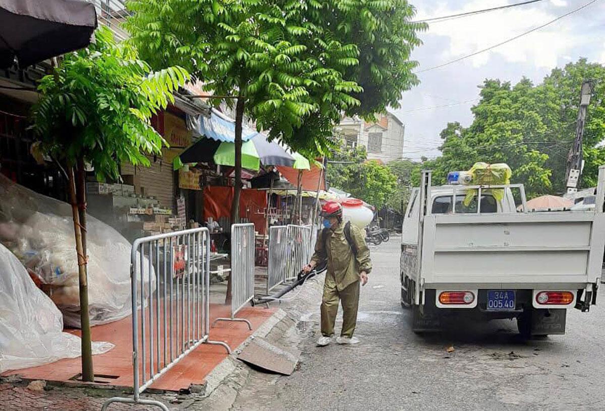 Chợ Tân Kim tạm dừng hoạt động từ 12h trưa 10/5 để phòng dịch. Ảnh: Thành Đông