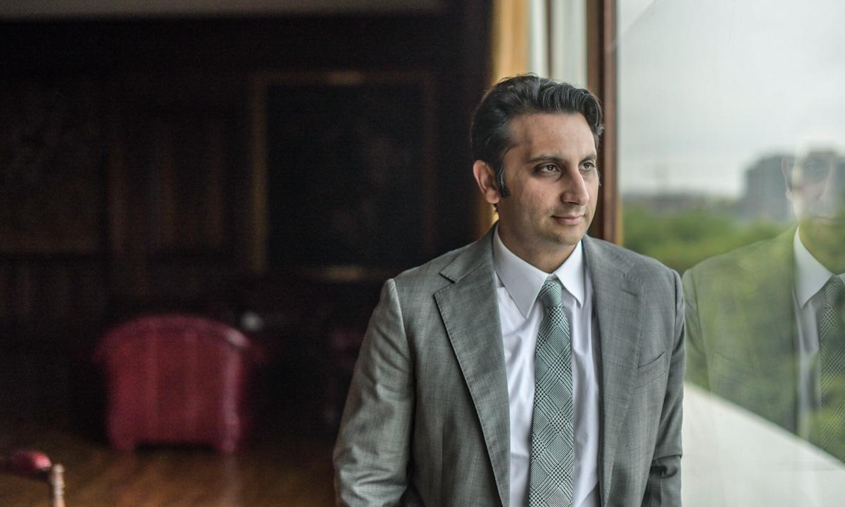 Adar Poonawalla, giám đốc điều hành Viện Serum của Ấn Độ. Ảnh: NYTimes.