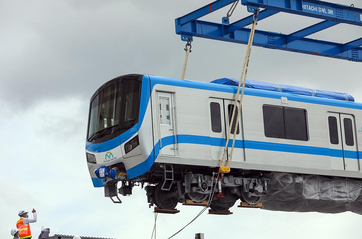6 toa metro đưa về lần này tương tự đoàn tàu đưa về TP HCM hồi tháng 10/2020. Ảnh: Quỳnh Trần.