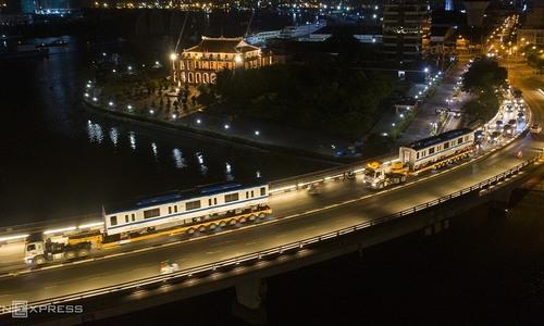 Trắng đêm đưa 3 toa metro về depot