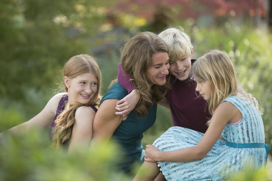 Melinda Gates bên cạnh ba con Jennifer, Rory và Phobe khi còn nhỏ. Ảnh: Twitter/Melinda Gates
