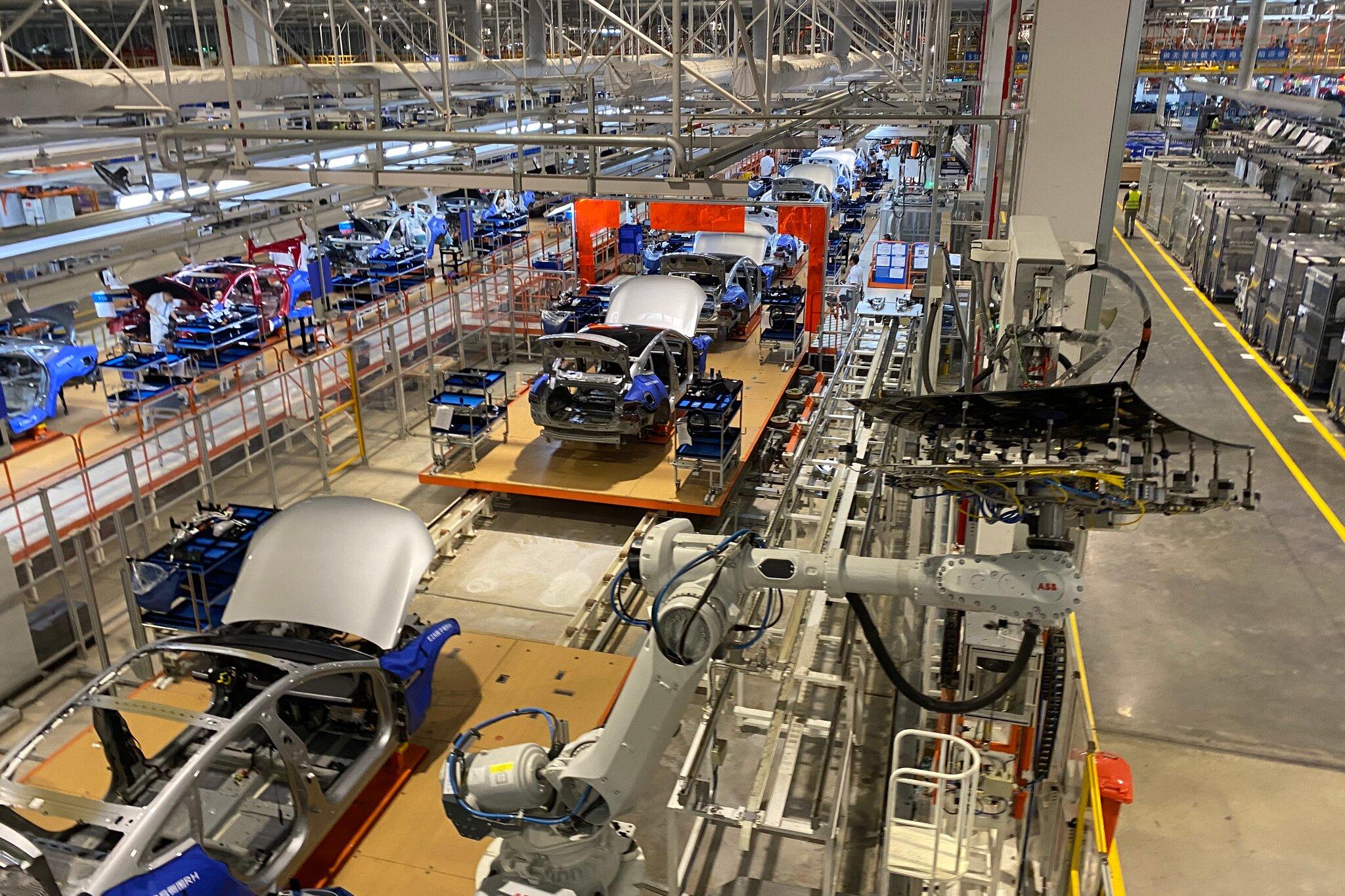 Bên trong nhà máy Xpeng ở Triệu Khánh, Quảng Đông, Trung Quốc.