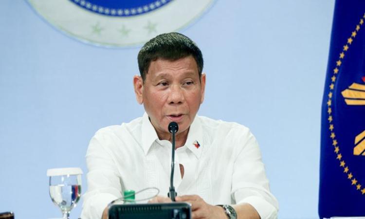 Tổng thống Philippines Rodrigo Duterte phát biểu trên truyền hình tối 5/5. Ảnh: Philstar.
