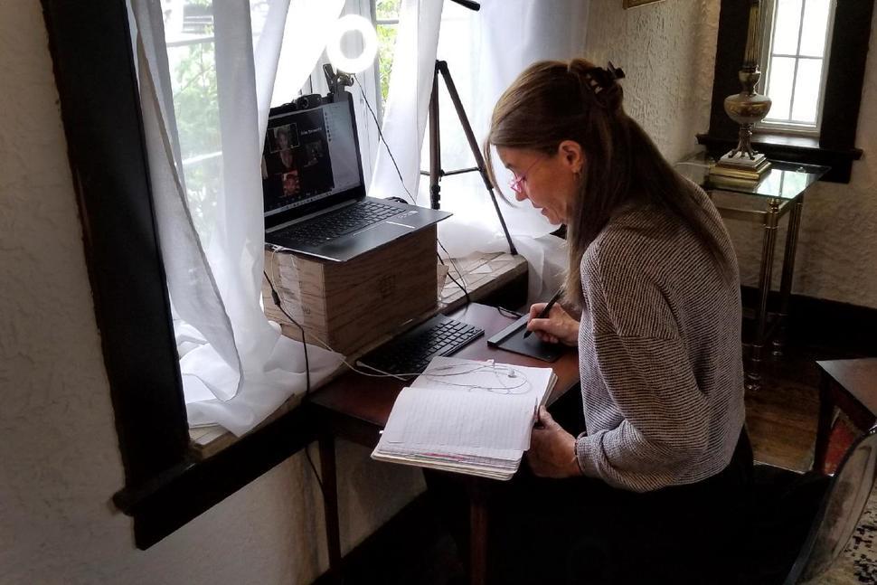 Giáo sư Lucia Fuentes dạy trực tuyến từ nhà ở Otario, Canada, hồi tháng 4. Ảnh: AP.