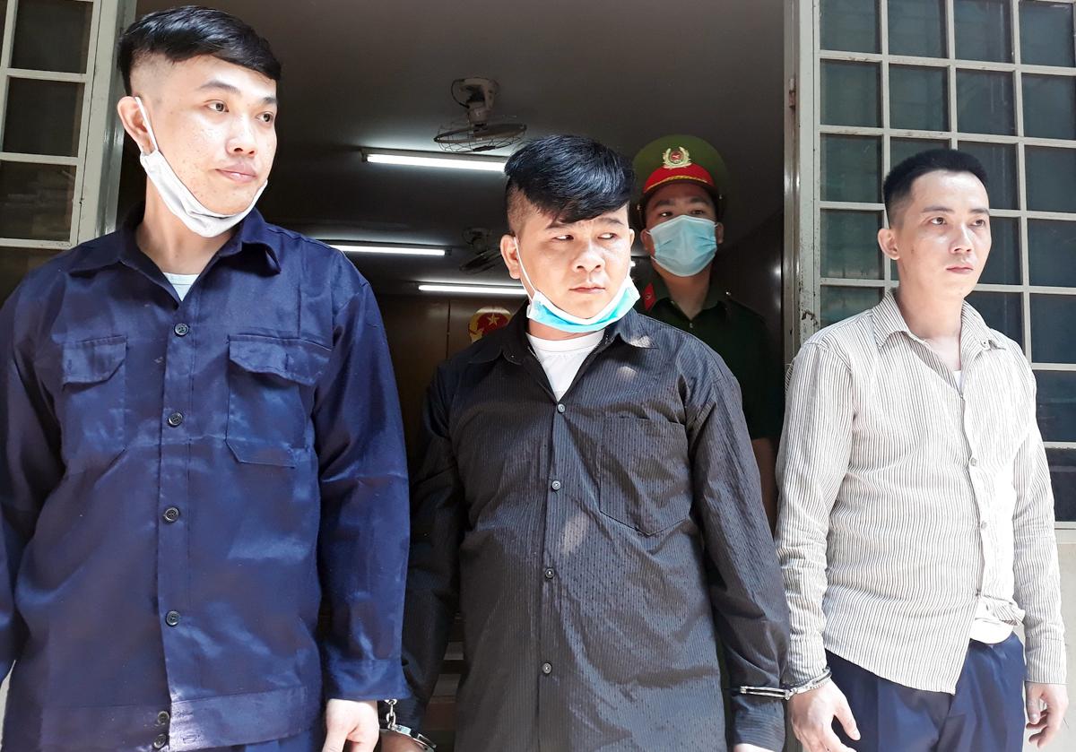 Chí (giữa) là người chủ mưu trong vụ án. Ảnh: Hải Duyên.