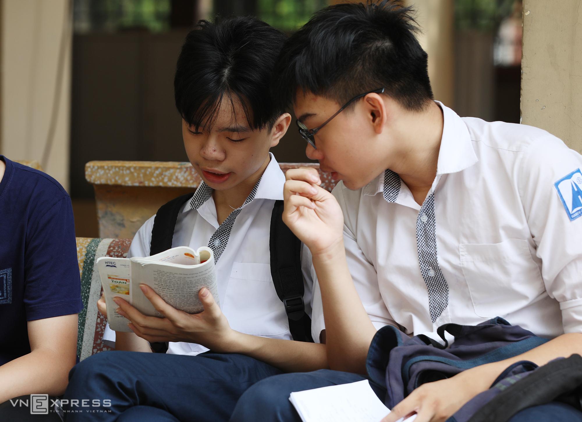 Thí sinh dự thi vào lớp 10 ở Hà Nội năm 2020. Ảnh: Ngọc Thành.