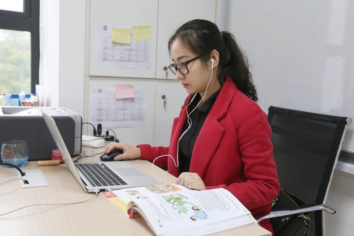 Giáo viên Hà Nội trong buổi học online đầu tháng 2. Ảnh: Vietschool Pandora
