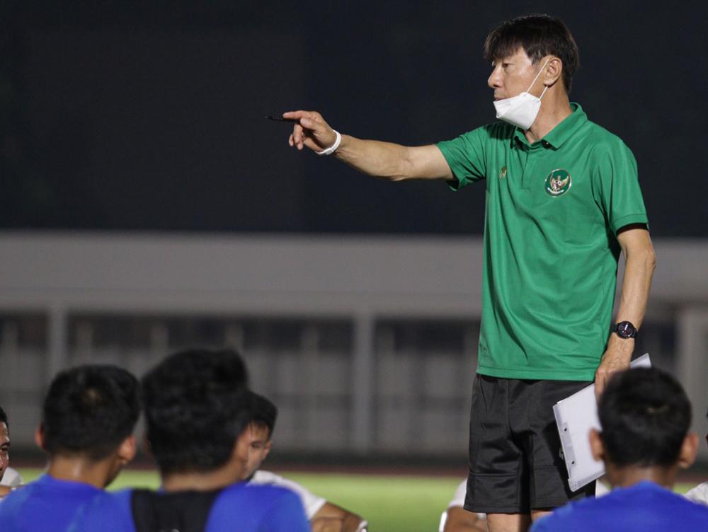 HLV Shin Tae-yong ký hợp đồng vào tháng 9/2019 nhưng vẫn chưa có trận ra mắt tuyển Indonesia vì Covid-19.