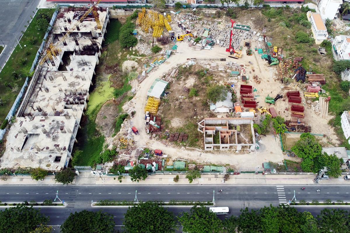 Khu đất trên đường Trần Phú được tỉnh Khánh Hòa giao doanh nghiệp xây khách sạn, căn hộ cao cấp. Ảnh: Xuân Ngọc.