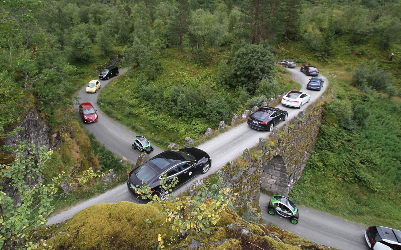 Na Uy, nước duy nhất trên thế giới bán xe điện nhiều hơn xe xăng trong 2020. Ảnh: Visit Norway