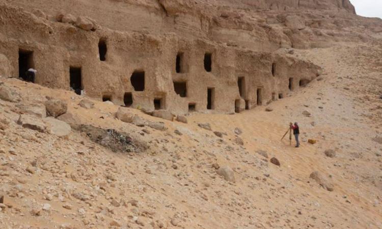 Khu lăng mộ đá mới được phát hiện ở Ai Cập. Ảnh: MTA.