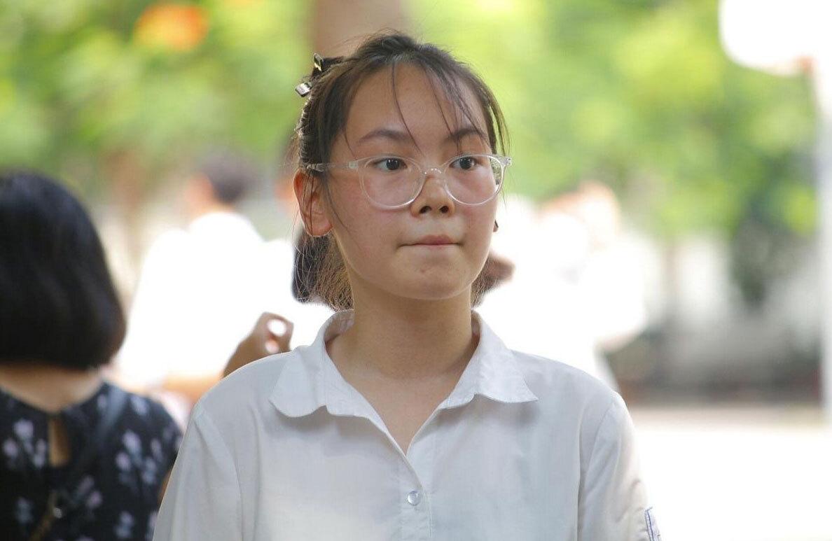 Thí sinh dự thi vào lớp 10 THPT công lập năm 2020 ở Hà Nội. Ảnh: Thanh Hằng.