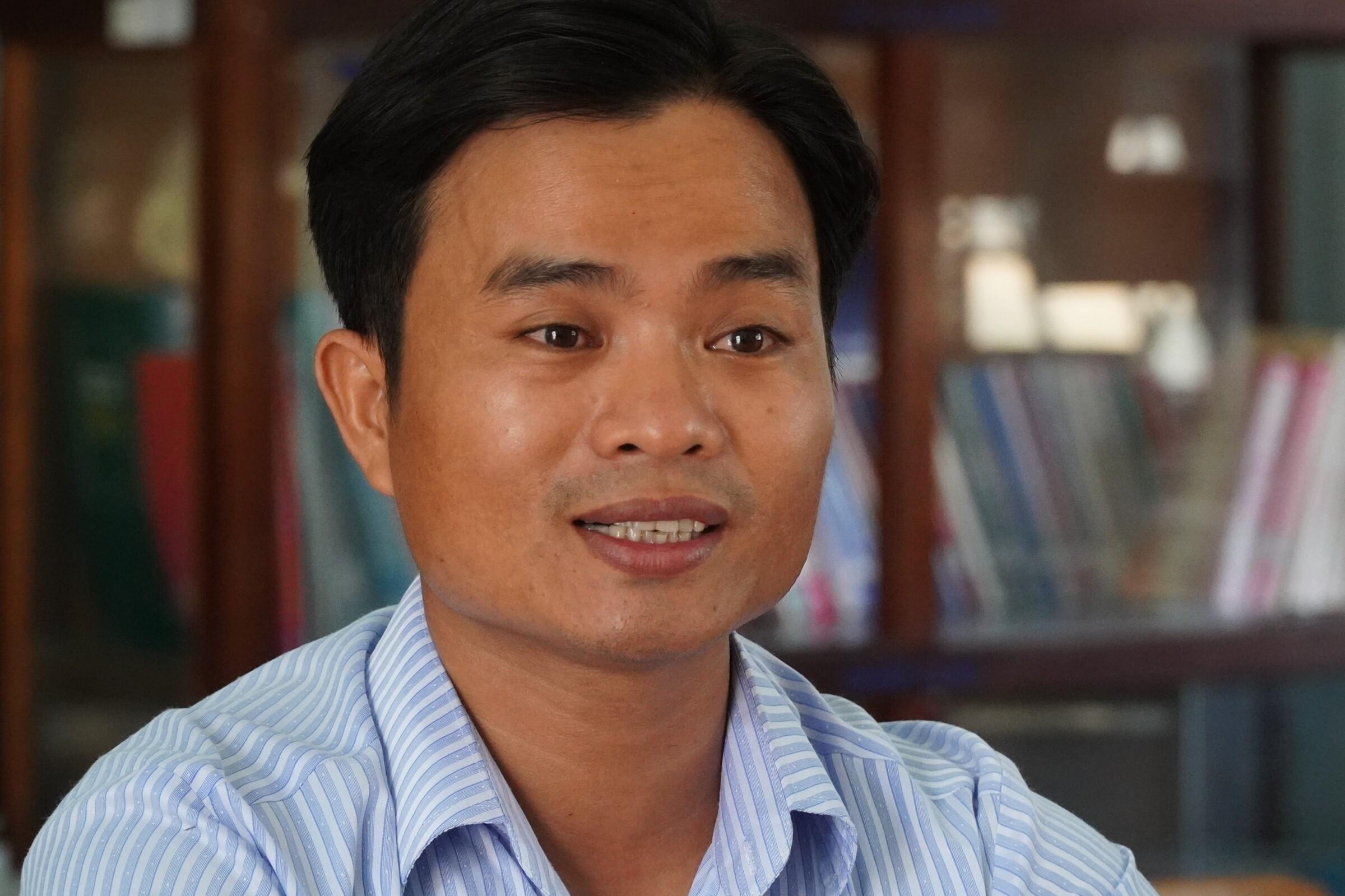 Thầy Võ Văn Cư, giáo viên Trường THPT Nguyễn Văn Trỗi (huyện Tánh Linh, tỉnh Bình Thuận), người đã cứu học trò gặp tai nạn giao thông vượt qua nguy kịch. Ảnh: Việt Quốc.