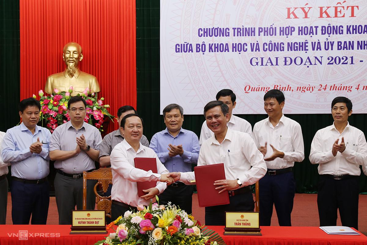 Bộ KHCN và tỉnh Quảng Bình ký kết hợp tác giai đoạn 2021 - 2025. Ảnh: Hoàng Táo