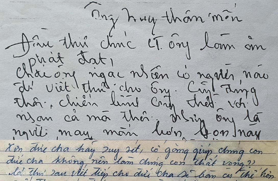 Đầu thư, nghi phạm cố tình viết nghiêng trái (thư gửi ông Hồ Huy, trên) nhưng đến cuối thư thì mỏi tay, lộ dần về chữ nghiêng phải (thư gửi Tòa giám mục). Ảnh: Phòng Kỹ thuật hình sự - Công an TP HCM.