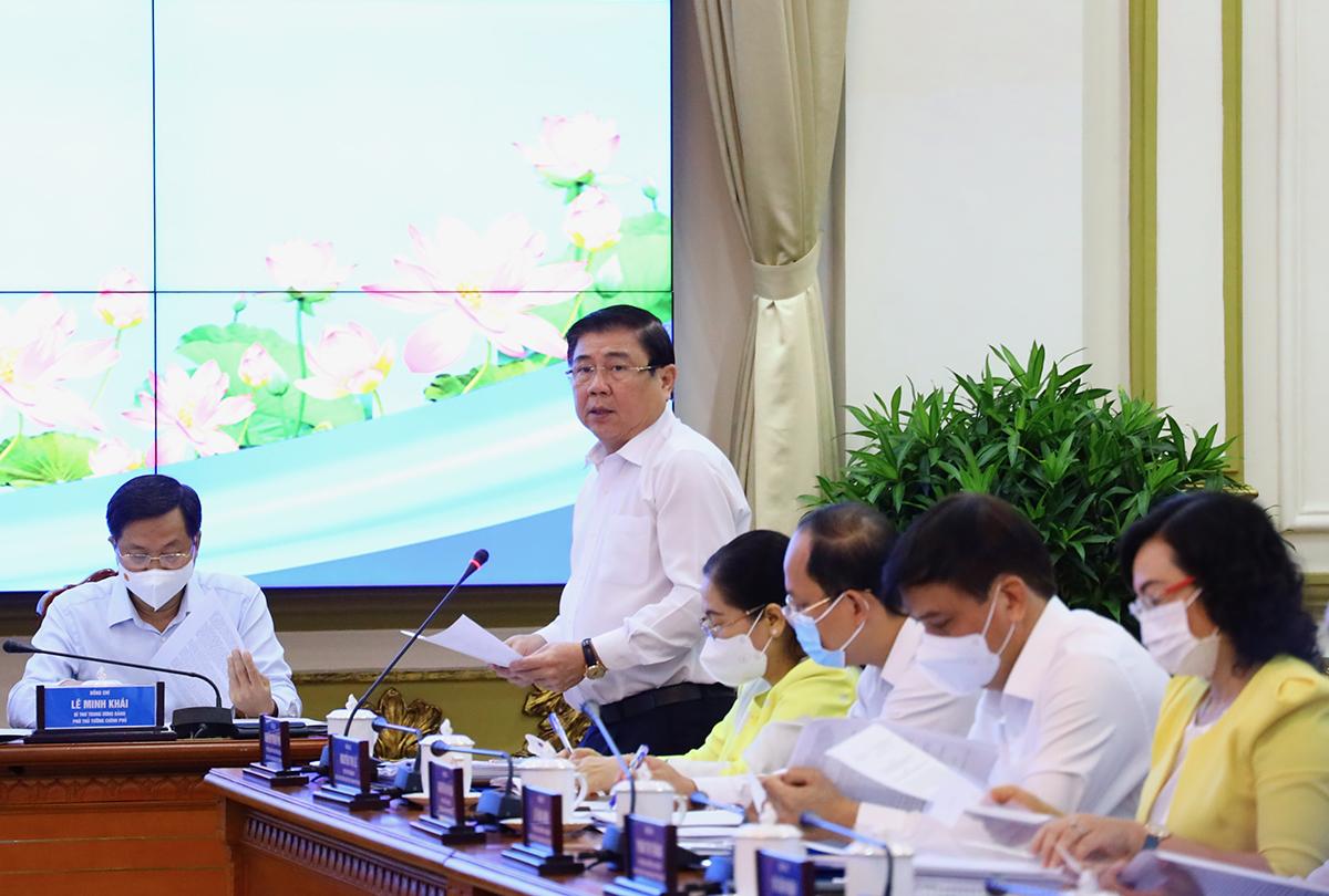 Chủ tịch UBND TP HCM báo cáo tại buổi làm việc với đoàn công tác của Thủ tướng Phạm Minh Chính sáng 13/5. Ảnh: Trung tâm báo chí TP HCM.