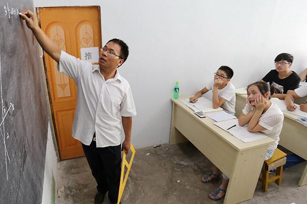Học sinh học hè tại một trung tâm gia sư ở thành phố Bạng Phụ, tỉnh An Huy, năm 2014. Ảnh: China Daily.