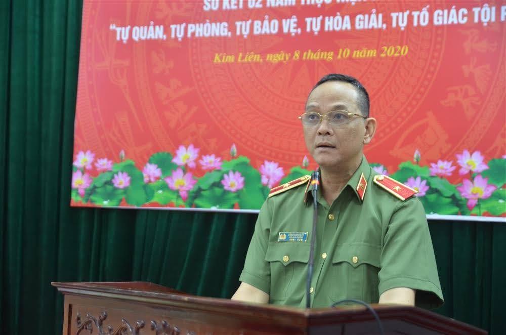 Thiếu tướng Đưanjg Hoàng Đa phát biểu tại Hội nghị sơ kết 02 năm thực hiện mô hình Tự quản, tự phòng, tự bảo vệ, tự hòa giải, tự tố giác tội phạm, tại Nghệ An, tháng 10/2020. Ảnh: Báo Nghệ An