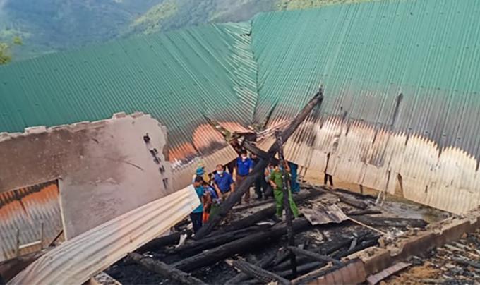 Toàn bộ nhà đổ sập sau vụ cháy. Ảnh: CTV