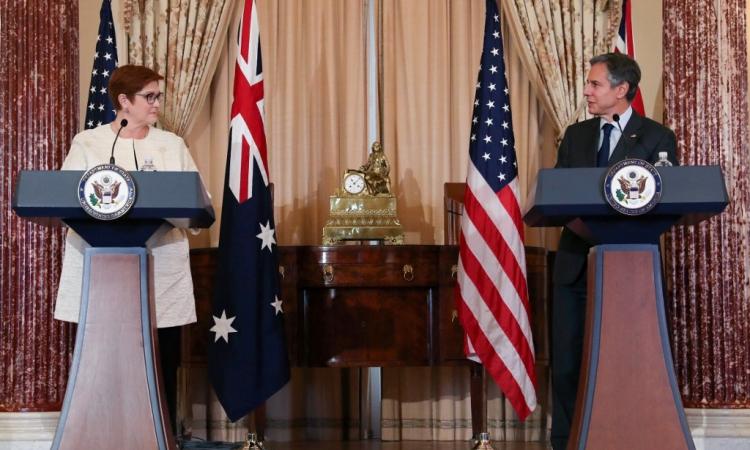 Ngoại trưởng Mỹ Antony Blinken (phải) và người đồng cấp Australia Marise Payne tại Washington hôm 13/5. Ảnh: AFP.