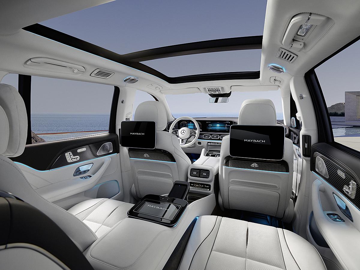 Khoang lái nhìn từ hàng ghế thương gia của GLS600.