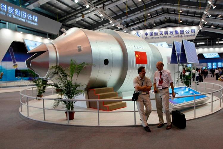 Mộ hình trạm vũ trụ đầu tiên của Trung Quốc tại một triển lãm ở thành phố Chu Hải hồi năm 2010. Ảnh: AP.