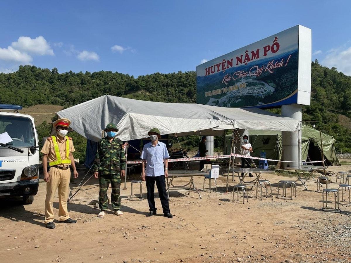 Chốt kiểm soát dịch tại huyện Nậm Pồ. Ảnh: Dũng Vũ