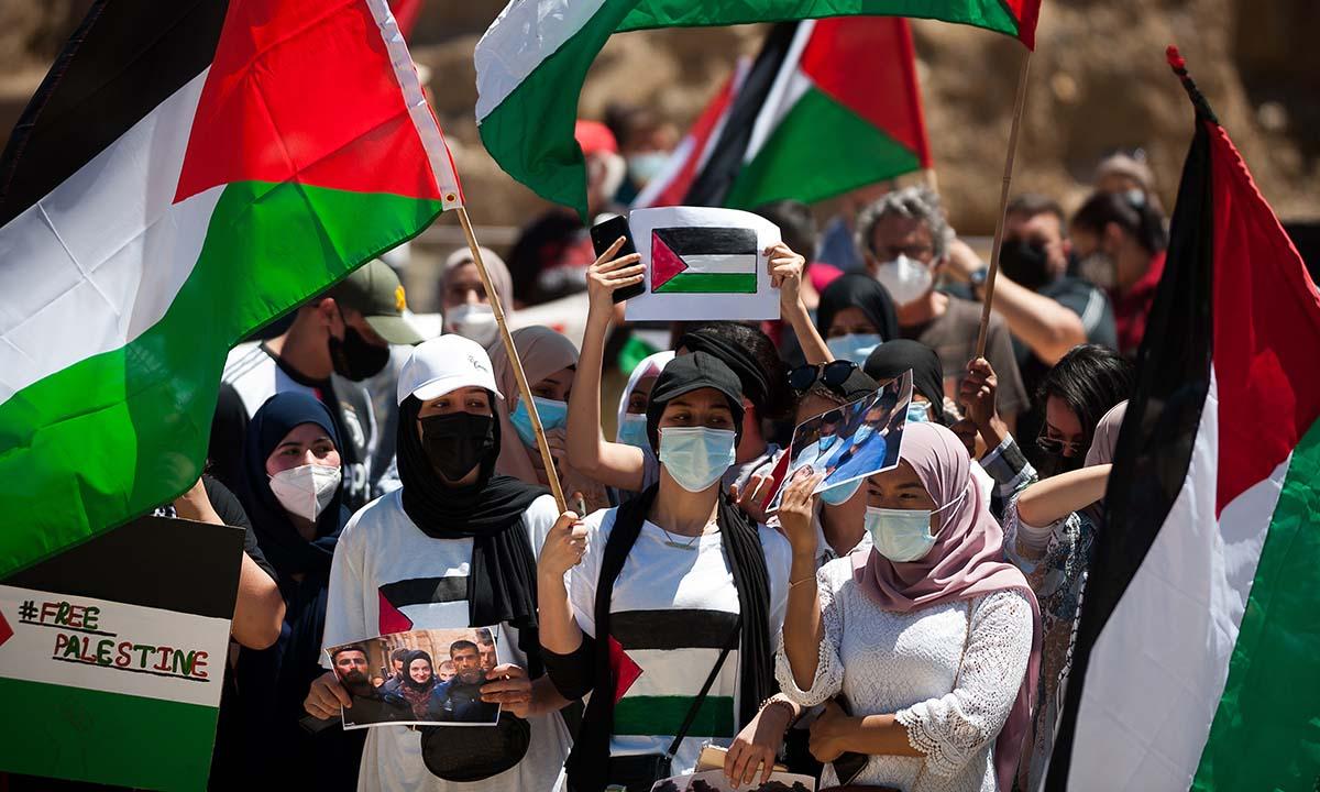 Biểu tình phản đối Israel tấn công Gaza tại thành phố Malaga, Tây Ban Nha, hôm nay. Ảnh: Reuters.