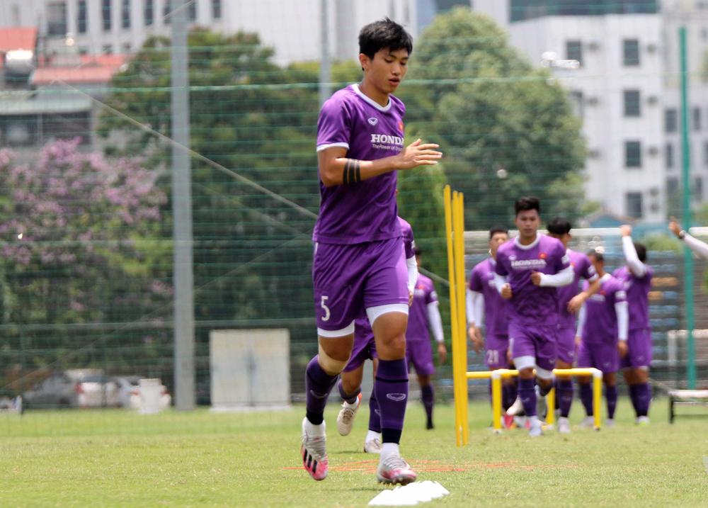 Đoàn Văn Hậu tập luyện tại Trung tâm đào tạo bóng đá trẻ Việt Nam tại Mỹ Đình sáng 15/5.