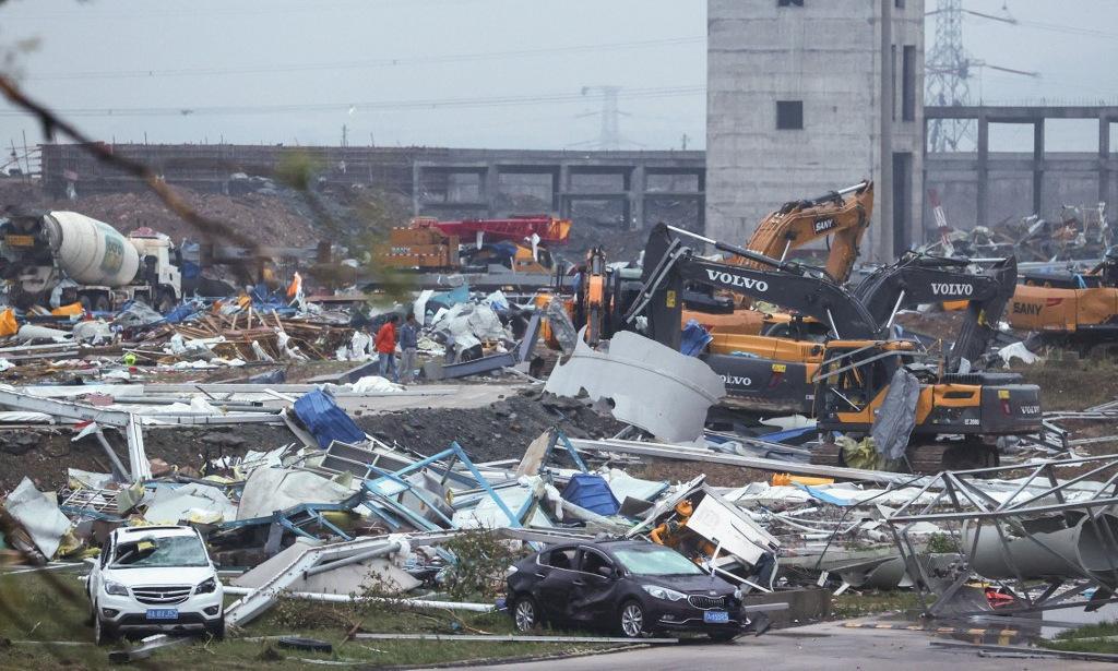 Công trường bị lốc xoáy tàn phá tại Vũ Hán hôm 14/5. Ảnh: AFP.