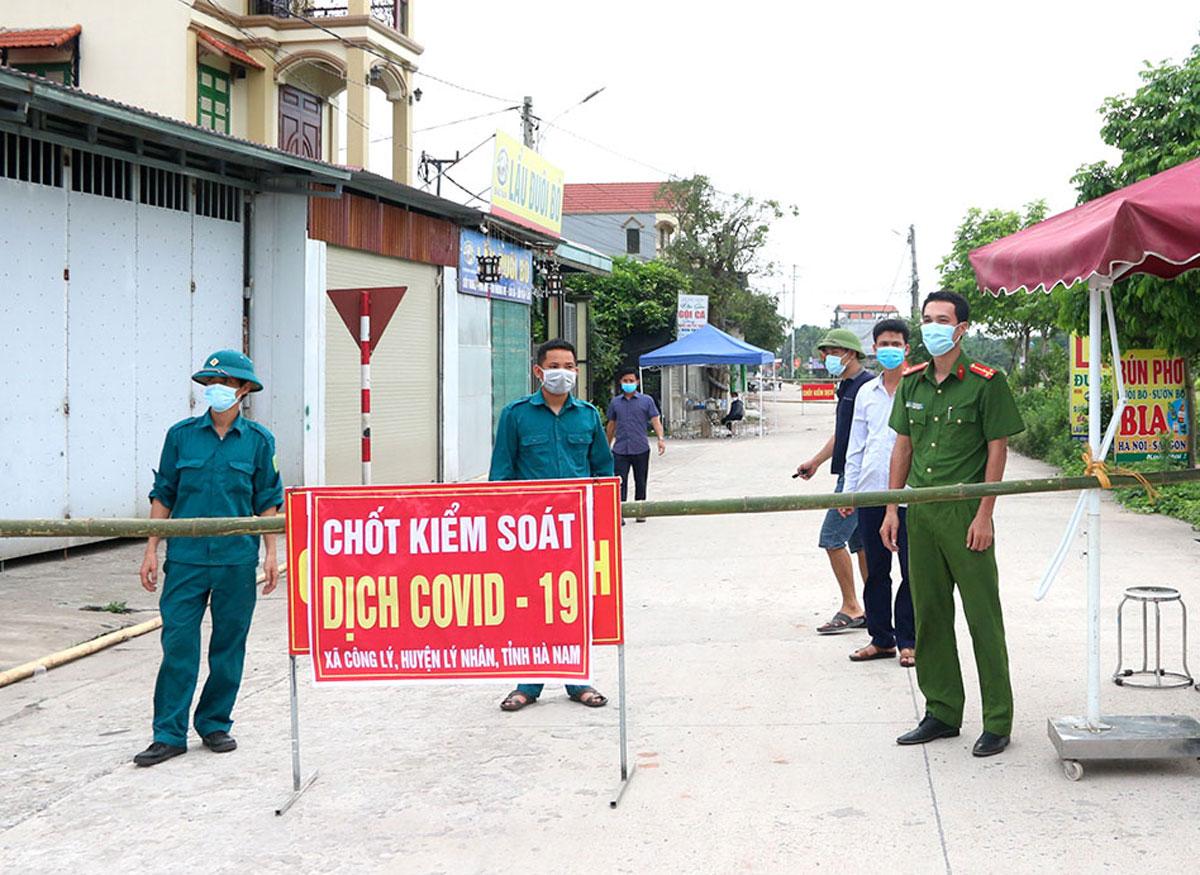 Chốt phòng chống dịch tại cửa ngõ xã Công Lý. Ảnh: Báo Hà Nam