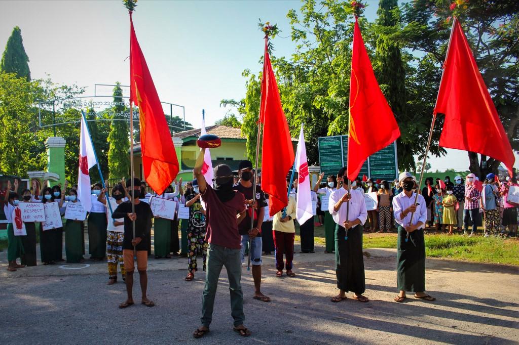 Người dân Myanmar biểu tình phản đối đảo chính hôm 15/5 ở Dawei. Ảnh: AFP