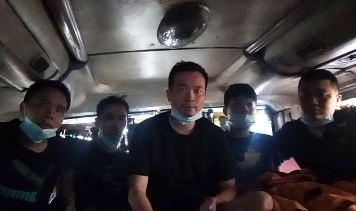 5 người Trung Quốc trốn trên xe từ vùng dịch Bắc Giang đi vào TP HCM. Ảnh: Thái Hà.