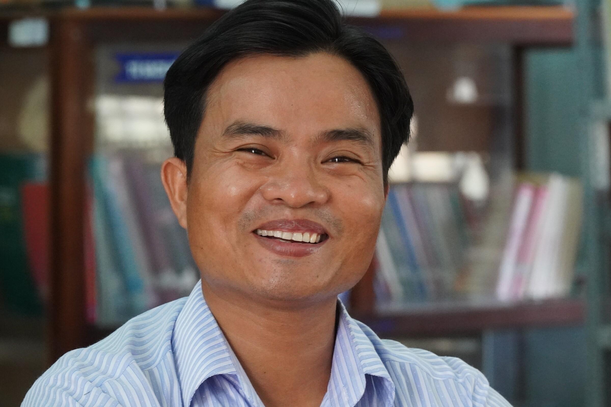 Thầy giáo Võ Văn Cư, Trường THPT Nguyễn Văn Trỗi (huyện Tánh Linh). Ảnh: Việt Quốc.