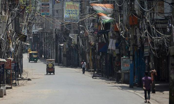 Con phố ở thủ đô New Delhi vắng vẻ do các biện pháp hạn chế ngăn Covid-19 hôm 16/5. Ảnh: AFP.