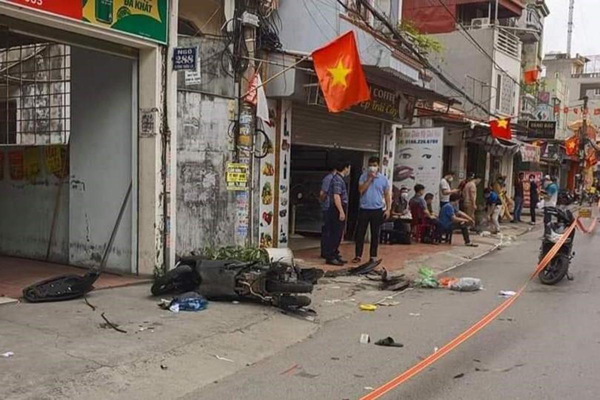 Hiện trường vụ án mạng xảy ra tại đầu ngõ 288 Thiên Lôi, quận Lê Chân (Hải Phòng) vào sáng 15/5, khiến 2 thanh niên bị nhóm đối thủ truy sát. Ảnh: Công an Hải Phòng
