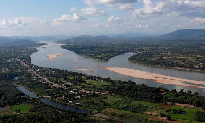 Sông Mekong đoạn chảy qua biên giới Thái Lan và Lào hồi năm 2019. Ảnh: Reuters.