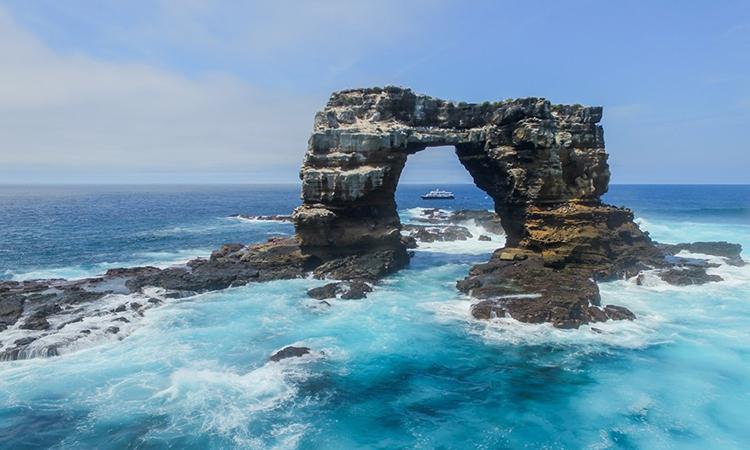 Vòm đá Darwins Arch khi chưa sụp đổ. Ảnh: Daniel Norwood.