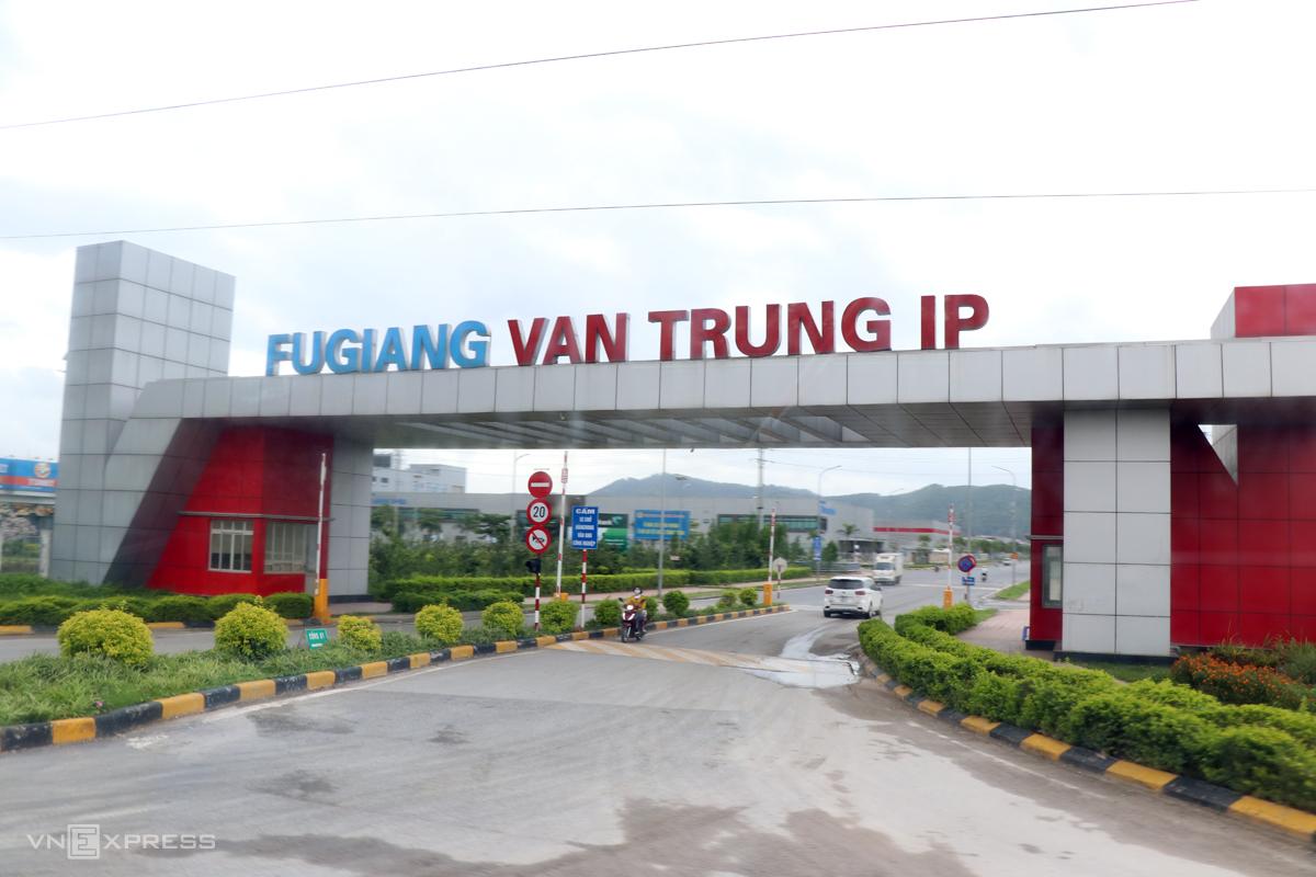 Vân Trung là khu công nghiệp đầu tiên xuất hiện công nhân dương tính ngày 8/5 và tạm đóng cửa mười ngày sau đó. Ảnh: Võ Hải