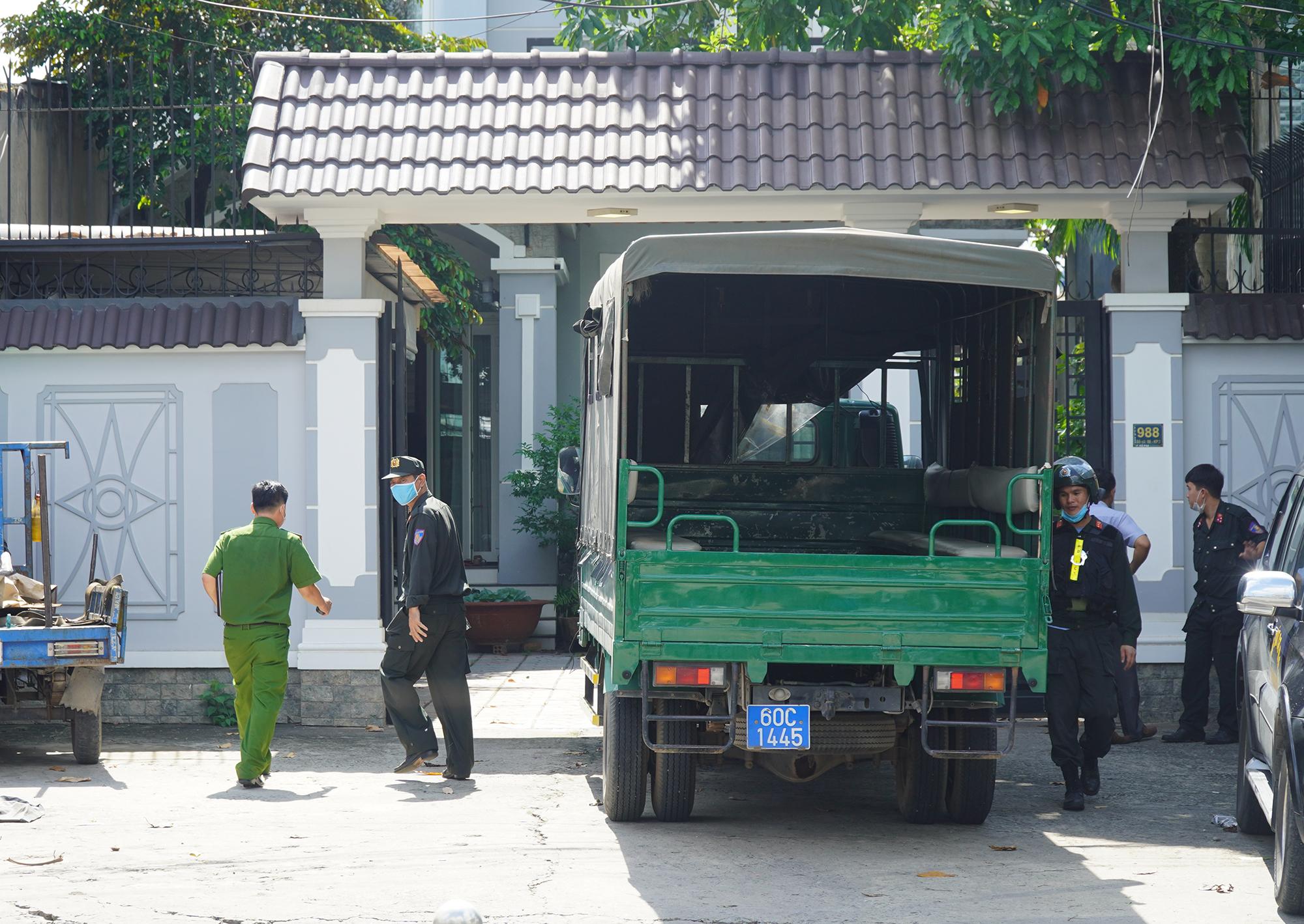 Biệt thự mặt tiền ở đường Đồng Khởi được cho là nhà của chủ cây xăng bị phong tỏa bị khám xét. Ảnh: Phước Tuấn