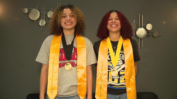 Shailyn Frazier (trái) và Jazlyn Manthei. Ảnh: WCVB.