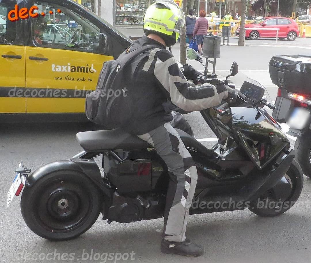 Scooter điện mới của BMW chạy thử trên đường phố. Ảnh: Decoches.blogspot