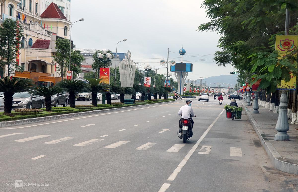 Đường phố Bắc Giang vắng vẻ trong ngày 18/5. Ảnh: Võ Hải