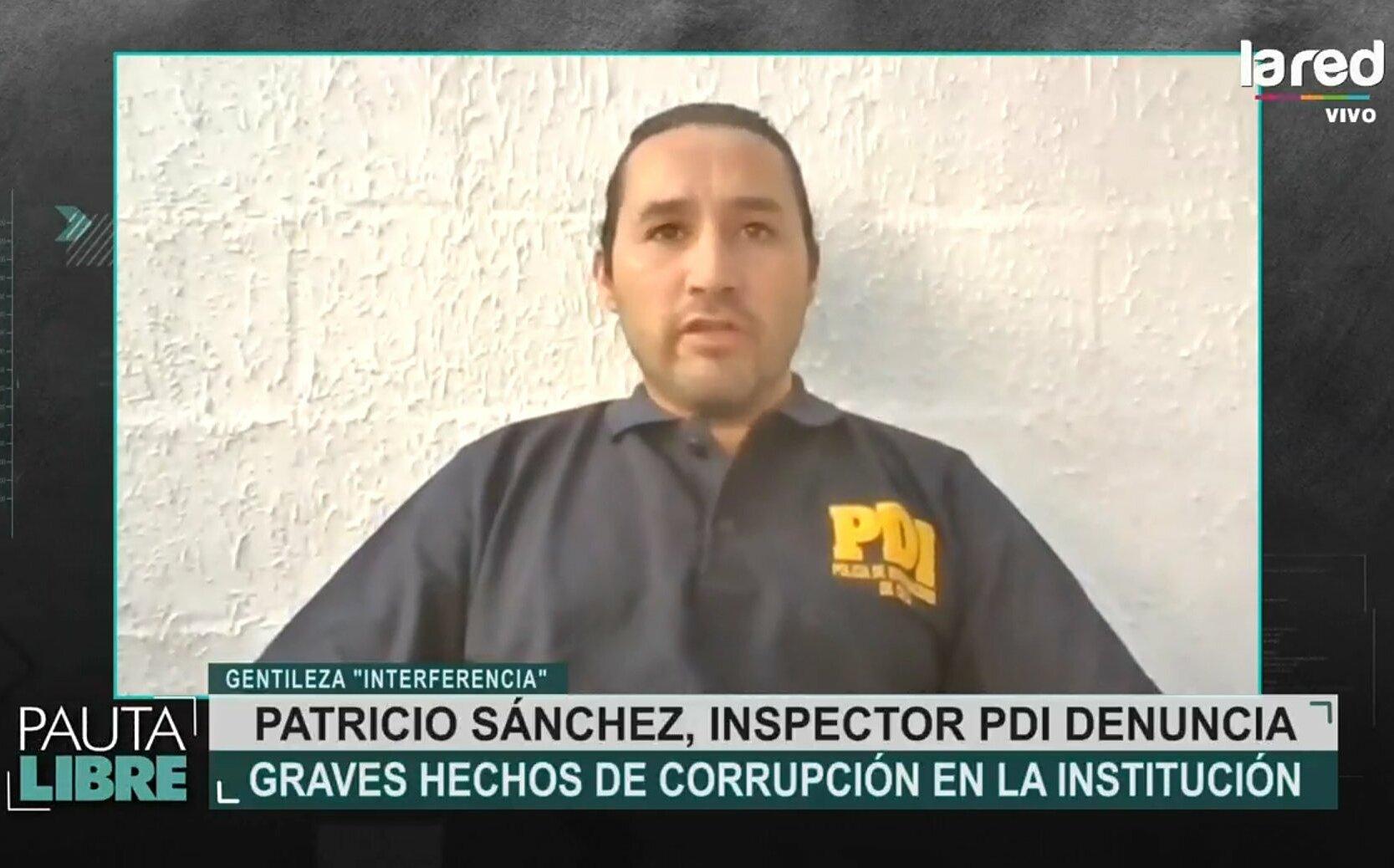 Thám tử Patricio Sánchez tố cáo quan chức cảnh sát của PDI kênh truyền hình. Ảnh: Twitter