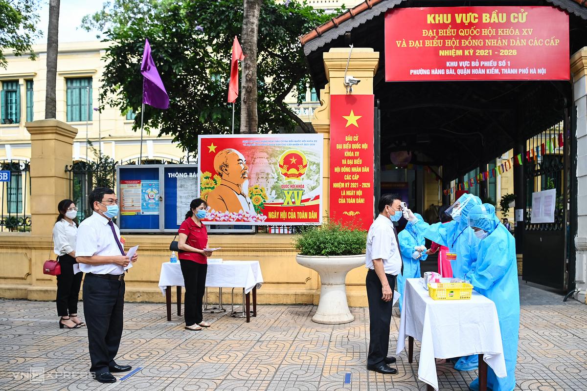 Diễn tập phương án phòng, chống dịch Covid-19 phục vụ bầu cử ở quận Hoàn Kiếm, Hà Nội, sáng  20/5. Ảnh: GIang Huy